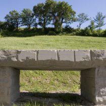 Esterni: tavolo in pietra serena