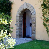 Ingresso, colonne e arco in pietra serena