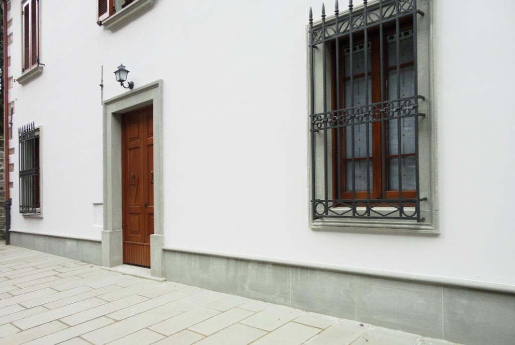 Pietra arenaria pietra serena per edilizia - Davanzali finestre in pietra ...