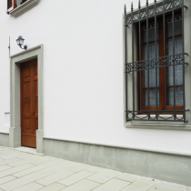 Ingresso e cornici delle finestre-in-pietra-serena-lavorata