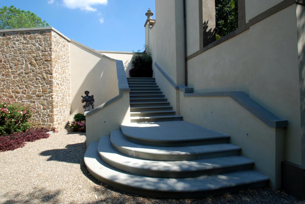 Pietra serena raspanti a piancaldoli firenze dal 1953 for Scale esterne in pietra
