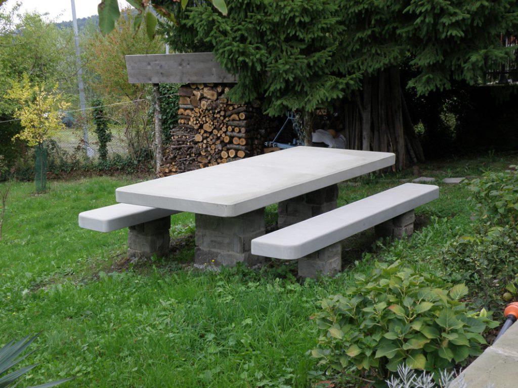 Pietra serena per arredi di esterni e giardini - Tavolo in pietra giardino ...