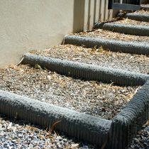 Esterni: bordure e scalini in pietra serena