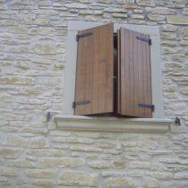 Cornice finestra in pietra serena