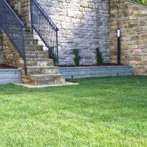 giardino decorato con pietra serena